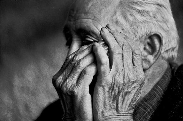 Violência contra idoso: núcleo de defesa tem 130 denúncias/mês - O Estado CE