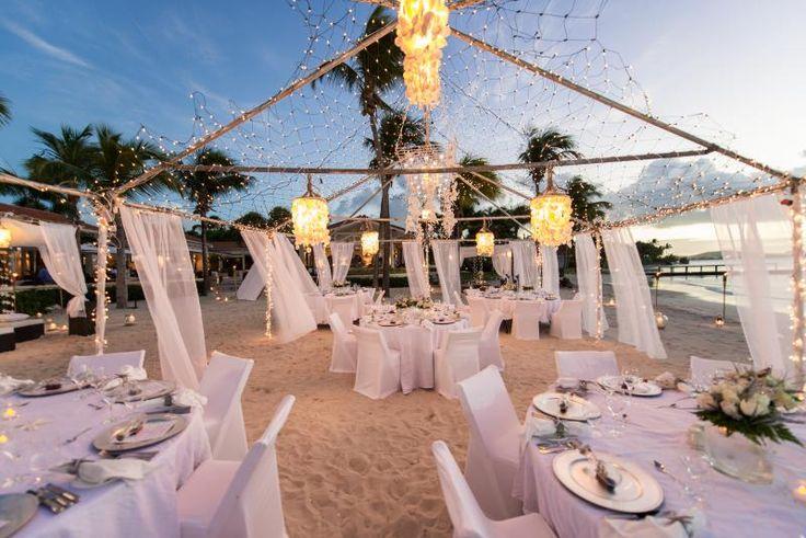 Festliche Hochzeit am Strand organisieren