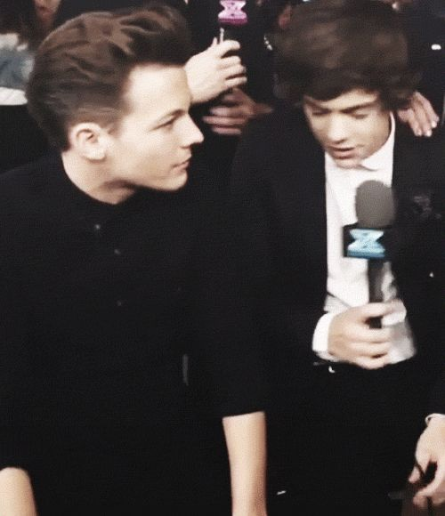 how harry looks at him. I'M CRYING