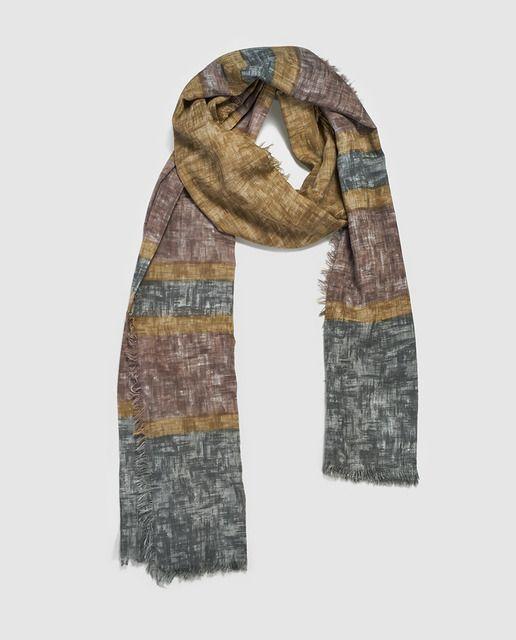 Fular echarpe de rayas anchas en varios tonos degradados.