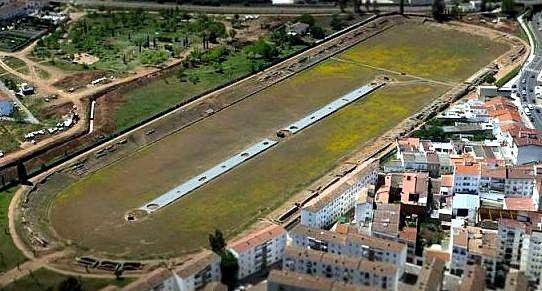El circo romano de Mérida es un antiguo recinto para carreras de carros que construyeron los romanos en la colonia romana de Augusta Emerita —actual Mérida (España)— a principios del siglo I d. C., pocas décadas después de la fundación de la ciudad.