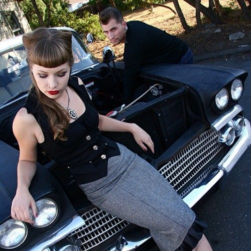 rockabilly couple, nice engagement photo idea