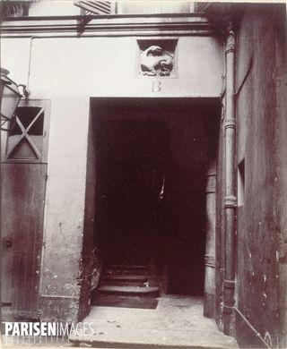 Restes de l'hôtel de la duchesse d'Estampes, 20 rue de l'Hirondelle. Paris (VIème arrondissement). Photographie d'Eugène Atget (1857-1927). Paris, musée Carnavalet.