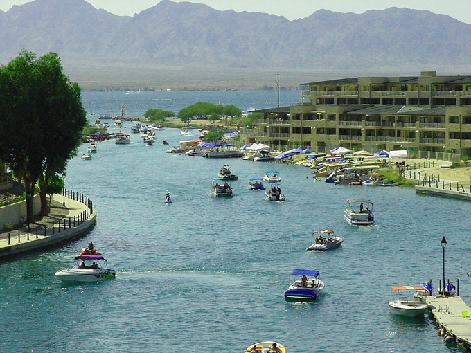 other than its extremely scorching hot weather..i really cant complain about this place... Lake Havasu, Arizona