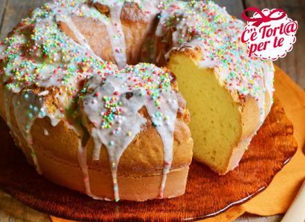 Una #ciambella soffice e profumata, glassata e ricoperta di corallini di zucchero colorati: Pigna glassata!  Scopri la ricetta....