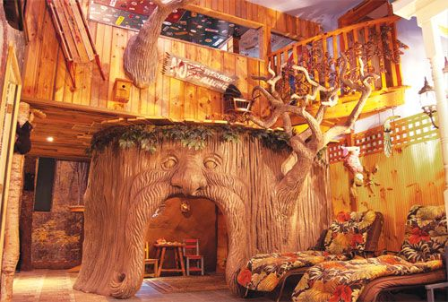It is called the Adventure Hotel in new Hampshire, All of the rooms are suites with some kind of crazy theme!