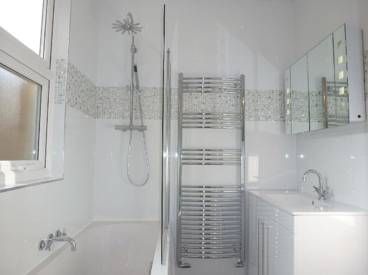 #VPShareYourStyle Contemporary style really works well in a small space. Jen from London uses chrome and white to create a clean a contemporary bathroom design.