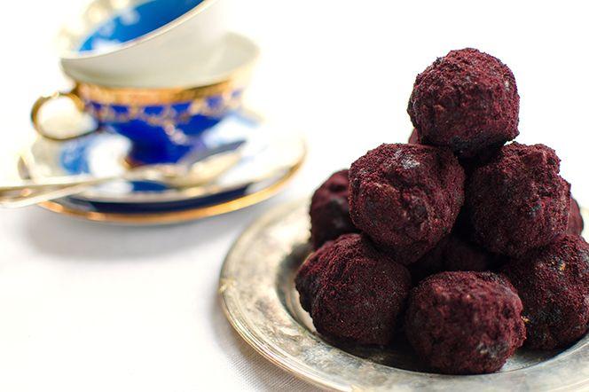 Energibollar med ghee, blåbärspulver och valnötter
