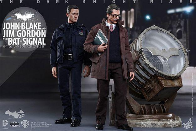 Jim Gordon e John Blake com Bat-Sinal – Action Figures Perfeitas Batman The Dark Knight Rises Hot Toys