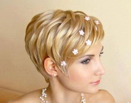 Brides Hairstyles for Short Hair -  forget the word brides and ignore the little flowers.