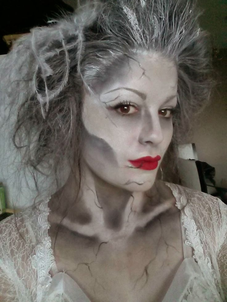 between urban legends and hollywood ghosts have become an extremely important part of popular culture check out these great ghost halloween makeup ideas - Easy But Scary Halloween Makeup
