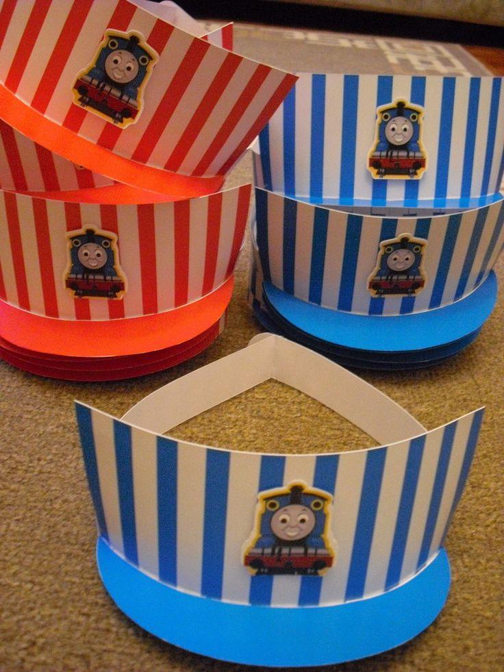 Chapeuzinho de Festa modelo Maquinista. Lindo e diferente! As crianças vão amar!! <br>Acompanha tag colada em relevo. <br> <br>Pode ser feito em qualquer cor. <br>Alças ajustáveis.
