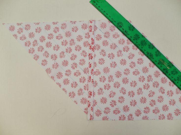 Cuando aprendí este método para cortar cinta al biés flipé  Una tira al bies es la que se corta con un ángulo de 45º. (En esta entrada del C...