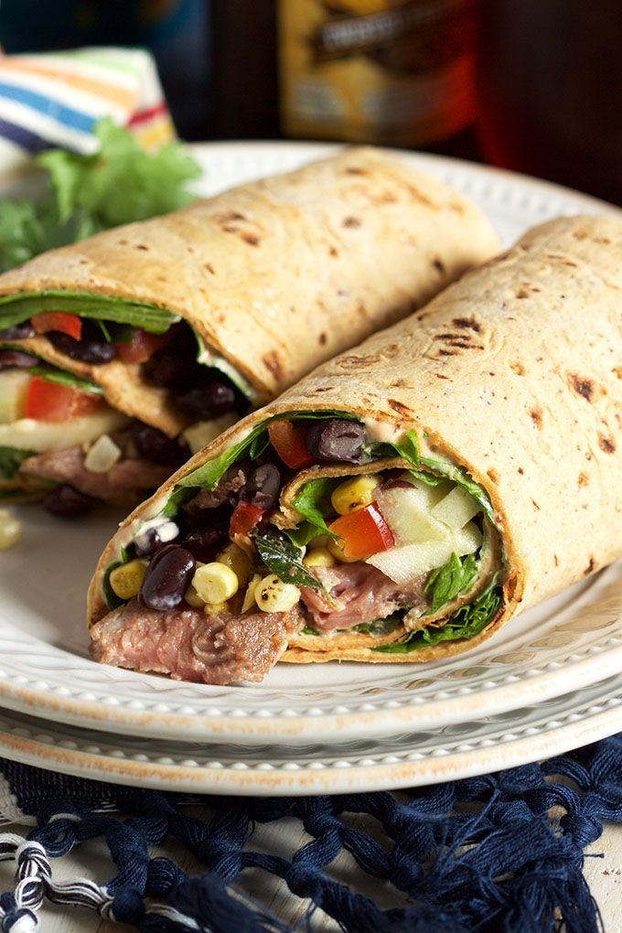 Super easy Starbucks Copycat, this Southwest Style Steak Wrap recipe is filled with bright, fresh ingredients for a healthy lunch that will make your coworkers jealous! | @suburbansoapbox