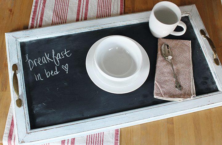 Столик для завтрака очень просто сделать своими руками