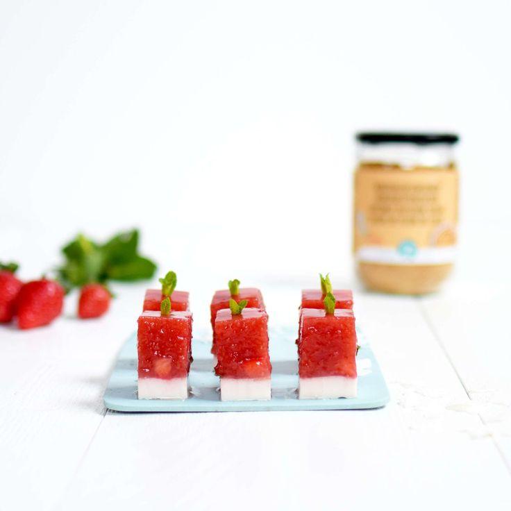 Aardbeien-kokos jelly met agar agar. Supersimpel en vegan!  #vegan #agaragar #dessert