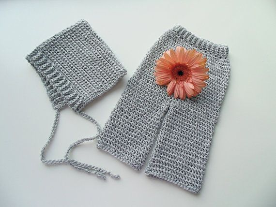 Grey set made of lux egyptian cotton: ribbed pixie bonnet and pants. https://www.etsy.com/it/listing/184147431/completo-grigio-per-bimbo-0-12-mesi