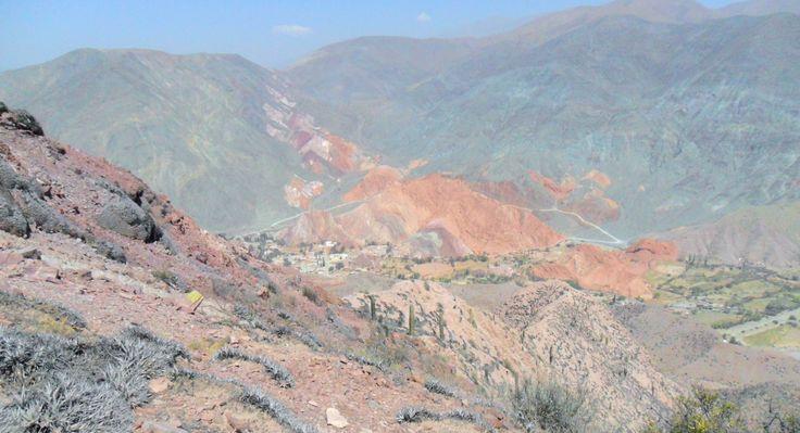 Purmamarca, ubicada en la Quebrada de Humahuaca, Patrimonio de la Humanidad, Jujuy, se encuentra el Cerro de Siete Colores, a 65 km. aproximadamente de San Salvador de Jujuy, pueblo de historia y cultura andina y criolla.