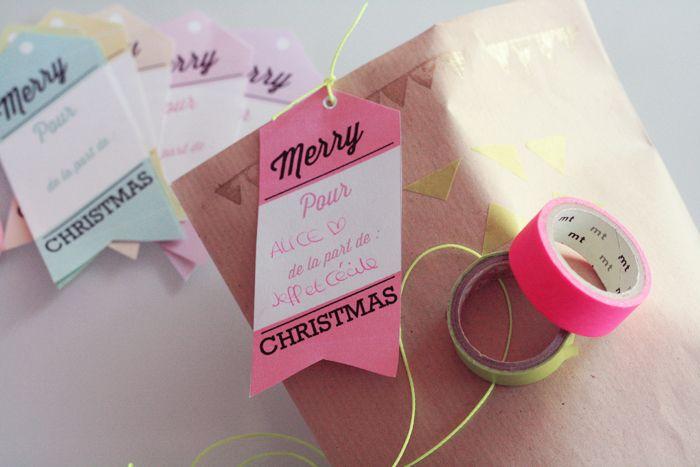 Allez aujourd'hui c'est Noël en avance sur le blog ! Je vous ai concocté des petites étiquettes un peu funky pour emballer vos cadeaux (et ne pas les confondre ce qui m'arrive…