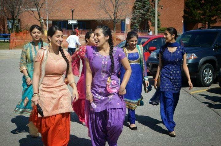 Punjabi Suit Cute Girl Wallpaper Beautiful Pakistani Punjabi Girls In Group Photos