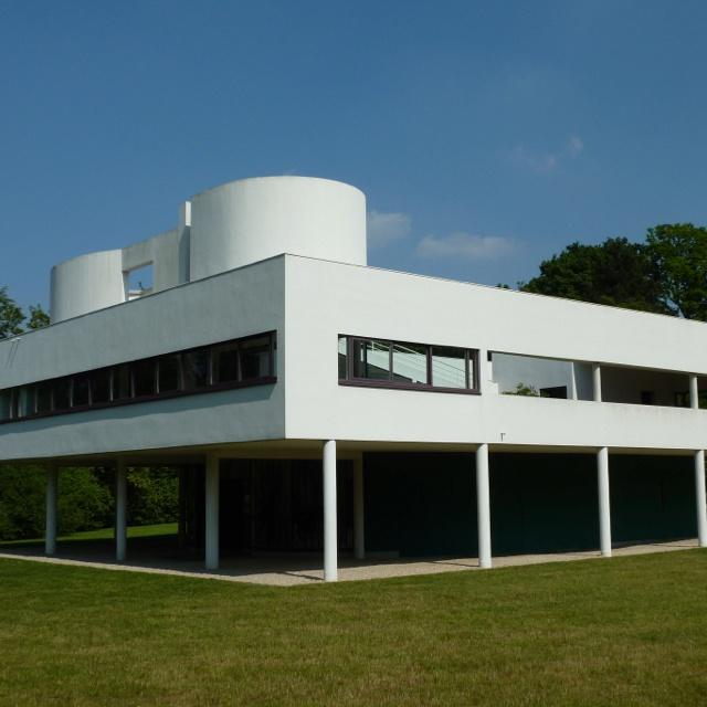 Le Corbusier's Villa Savoye @ countryside Paris