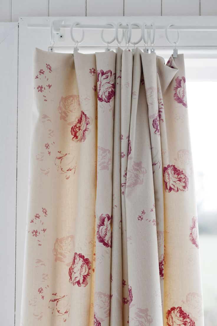 Printed curtains living room - Cream And Red Curtain Fabric With Very Slim White Rod Pole And Rings With Crocodile Clips
