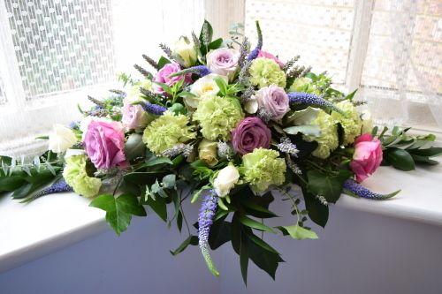 二人の幸せを願う花達~Top tableの画像:アートセラピストの英国紀行~ イングリッシュ・ガーデン&オールドローズ、そしてナショナル・トラスト