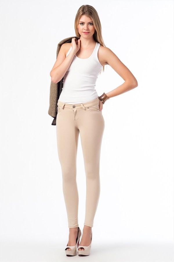 Hem sevdiğim hem de nefret ettiğim bi renk Bej Pantolon