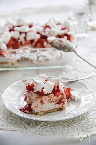 Dit is zo'n lekker zomers dessert! Ik neem het regelmatig mee naar bijvoorbeeld een BBQ of etentje en het is altijd een succes. Je kunt het ook in kleine glaasjes maken en serveren als onderdeel van e