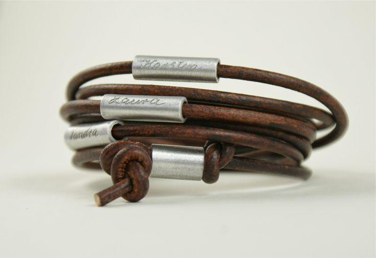 *❤ MY FAMILY ❤*  Dieses mehrfach gewickelte Armband  wird aus antik gewischtem Rindsleder in Dunkelbraun gefertigt und ist ein wunderbares Gesch...