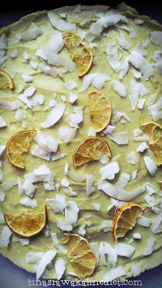 Limoen Kokos Taart en Citroen Vanille Cupcakes voor Pasen, rauw en suikervrij / Raw Lime Coconut Pie and Lemon Vanilla Cupcakes for Easter