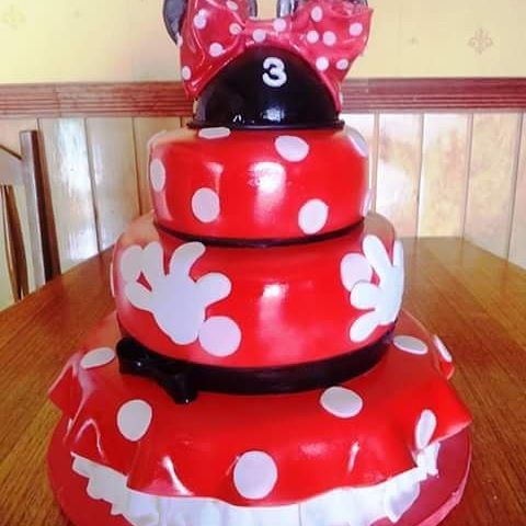 #Minnie #fondant #cake by Volován Productos  #instacake #Chile #puq #VolovanProductos #Cakes #Cakestagram #red