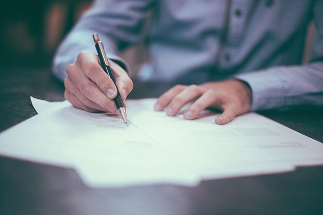 Jak napisać CV? Przeczytaj praktyczne porady, dzięki którym udoskonalisz swój dokument. http://martajarmuzek.wix.com/cvprzykawie#!Jak-napisać-CV/ipc19/5735971c0cf2eac0f522a79a   #cv #praca #kariera #resume #work #career #interview