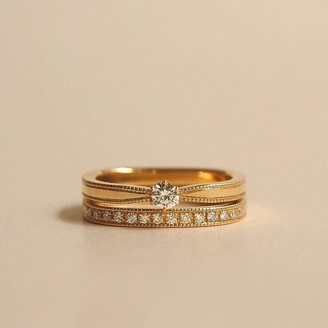 ㅤ エタニティのマリッジリングと一粒ダイヤのエンゲージリング。 ㅤ マリッジリングとの隙間を少なくするために、エンゲージリングにはバランスの良い大きさのダイヤモンドを。 ㅤ 大きさの違うダイヤモンドがお互いを引き立てる、煌びやかなリングになりました。 ㅤ お問い合わせ・ご予約 mina.jewelry [ミナ・ジュエリー] 大阪本店:06-6147-2234 神楽坂店:03-5579-8825 mail : info@mina-jewelry.com web : http://mina-jewelry.com ㅤ #minajewelry #ミナジュエリー #プレ花嫁 #先輩花嫁 #結婚指輪 #婚約指輪 #マリッジリング #エンゲージリング #結婚準備 #仮リング #オーダーメイド #セルフメーキング #つながる広がる