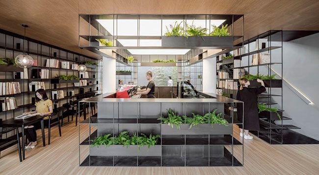 Deze moderne winkel in Beijing brengt het beste van drie werelden samen: boeken, koffie en groen. Euhm, vier eigenlijk. Want ook de architectuur is te gek! Het pand staat in een bekend authentiek straatje vol typische Chinese architectuur en heeft deels nog een traditionele gevel. Het klinkt als een droom: een heerlijk geurende kop koffie […]