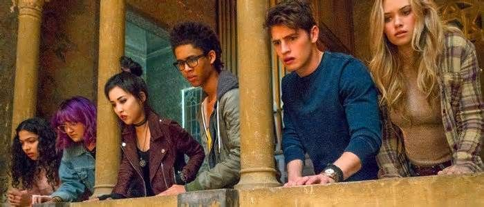 'Runaways' Early Buzz: Hulu's First Marvel Show Sounds Like a Winner They sent the first four episodes of the show to some TV critics, and the review embargo has officially been lifted. Early buzz: commence! Inspired by the comic series by Brian K. Vaughn and Adrian Alphona, Runaways follows a group of teenagers who unite ...