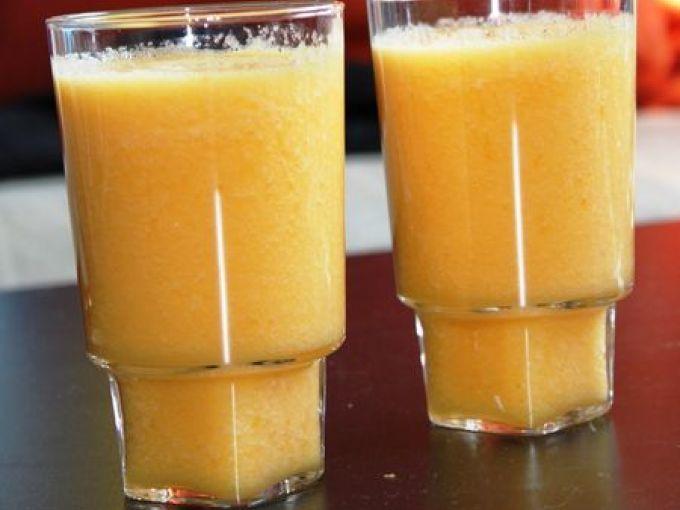 Un smoothie encore une fois plein de vitamines et des saveurs qui se marient à merveille pour un matin douceur. - Recette Boisson : Smoothie tout orange : melon, orange et pomme par Daudrey94
