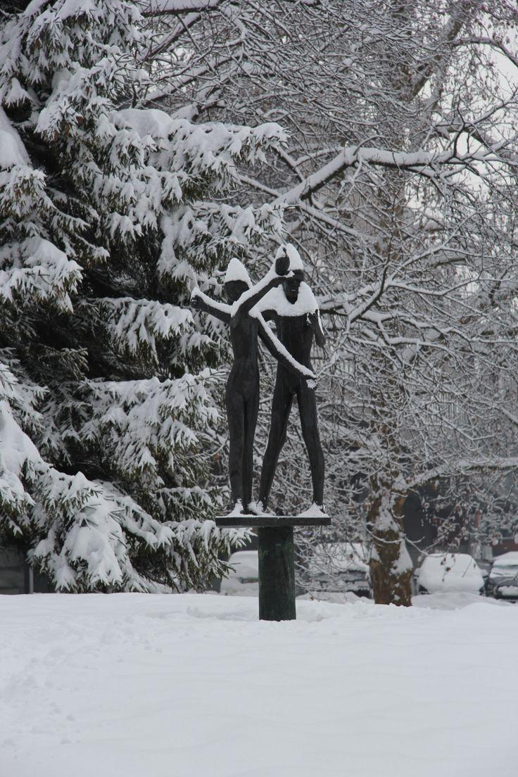 Niti naša kipa se nista uspela izogniti snežni prevleki. / Even our statues couldn't escape the blanket of snow.