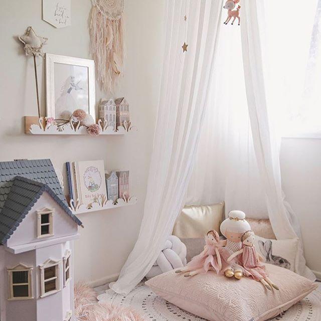 Would you look at this piece of heaven by @a_content_heart !! I mean My Dreaming of Delilah print on those gorgeous swan shelves #littleone___ #nordickidsliving #kidsperation #mynordicroom #interior125 #interior123 #interior444 #interior4you #interior4all #kids_interior1 #projectnursery #kidsinteriors_com #handmadeaustralia #captivateandenchant #handmadewithlove #kidsroominspo #kidsinterior #kidsinteriors #nurseryart #nurserydecor #nurseryinspo #nurser...