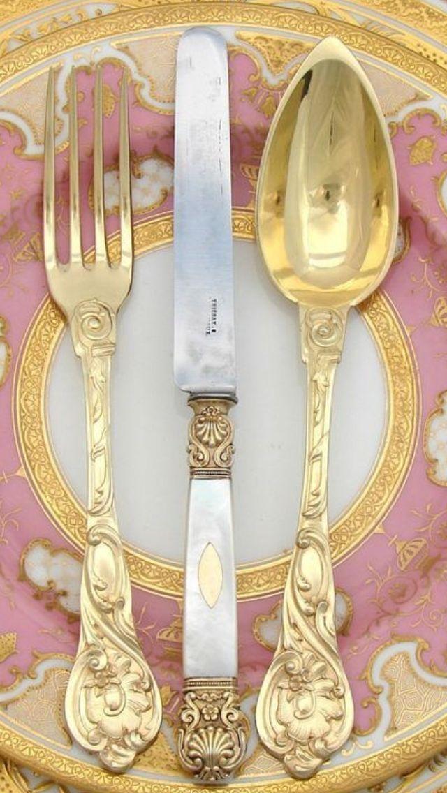 At The Table | China, Crystals & Silver | Rosamaria G Frangini || Gold Tableware