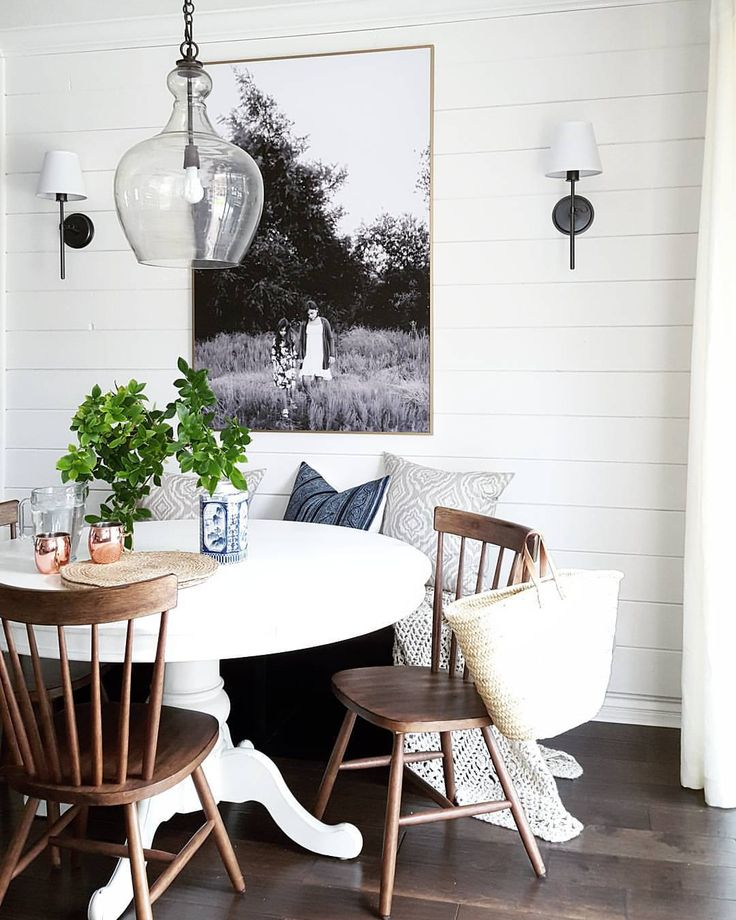 Attraktiv This Dinning Room Is Amazing. Light Fixture, The Rug, The Shiplap, Table  And Chairs, And Then The Oversized Picture Is Perfect!