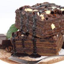 Pour les amoureux de chocolat: Gâteau chocolat garni pralin sur Recettes.net…