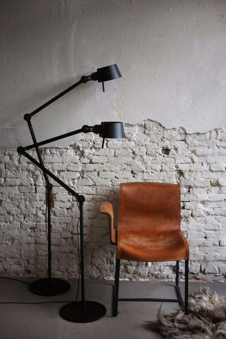 TONONE LAMP . FOUNDED STOEL Bijschrift toevoegen
