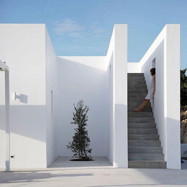 "441 Me gusta, 7 comentarios - Simplicity Love (@_simplicitylove) en Instagram: ""www.simplicitylove.com Maison Kamari, Paros, Greece | React Architects | Photo © Damien De Medeiros…"""
