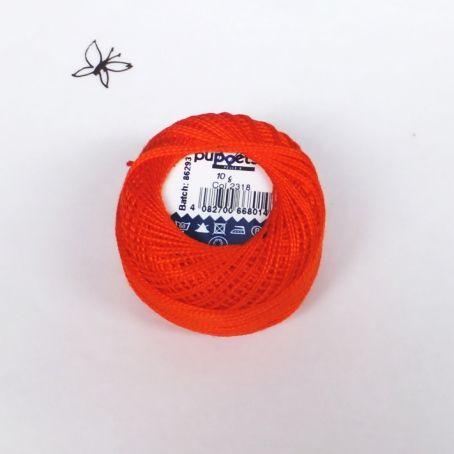 ハンガリー刺繍用の刺繍糸 プチコパンではカロチャ刺繍、マチョー刺繍に比較的よく使われる色を現地の方にピックアップしてもらって直輸入しています。
