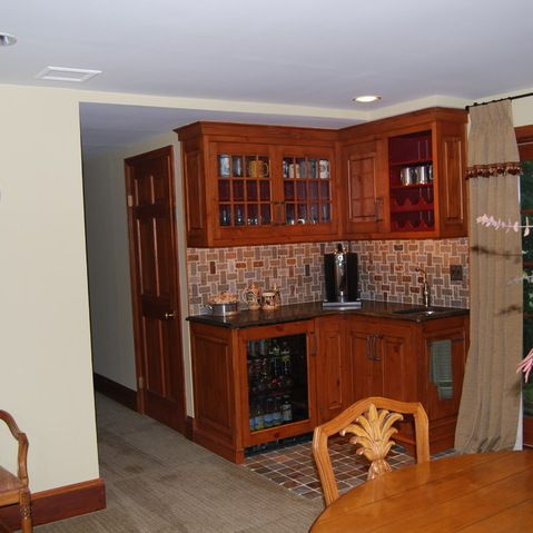 Basement kitchenette in a corner layout basement pinterest - Corner wet bar designs ...