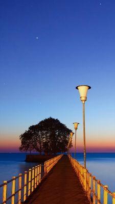 海の桟橋のiPhone用壁紙