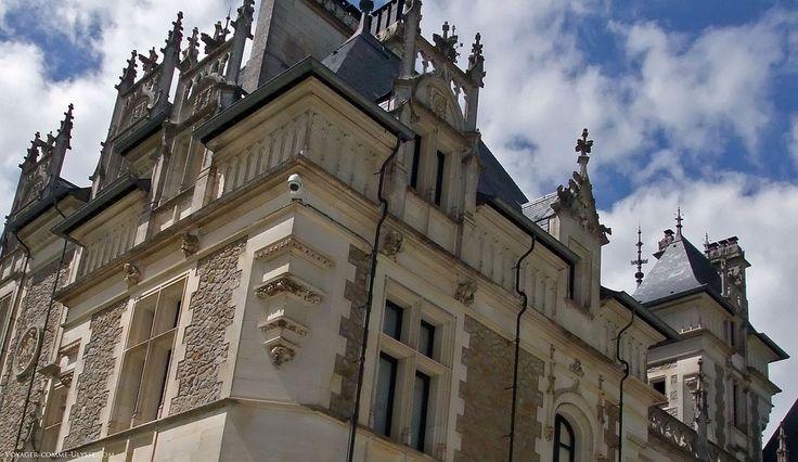 Détails de la façade du château de Menetou-Salon, Bourges,  Berry • Cher