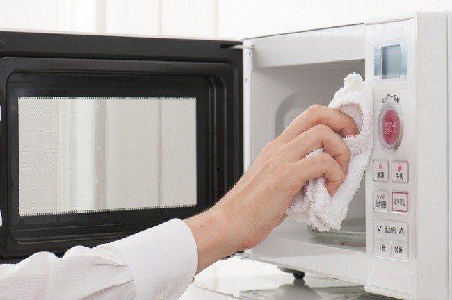 Легкий способ очистить микроволновую печь