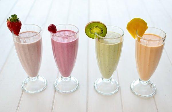 Cuatro sencillos batidos de frutas naturales